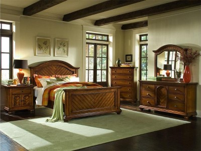 Chestnut Queen Master Bedroom Group-1451.jpg