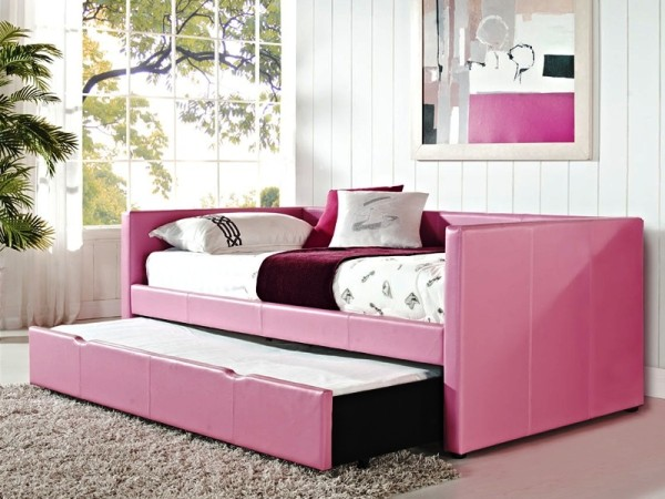 Lovely pink daybed with a roll-out-1045-66Fu6457YFre.jpg
